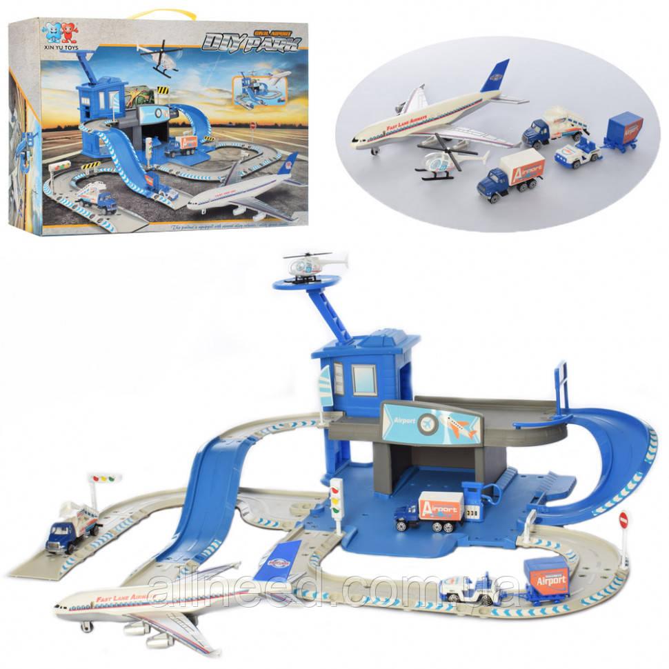 Игрушечный аэропорт с самолетом