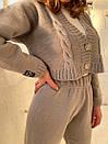 Костюм вязаный женский повседневный сукороченной кофтой на пуговицах и штанами (р. 42-58) 18kos1609, фото 5