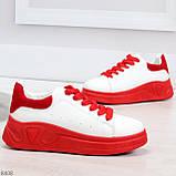 Ультра модные молодежные белые женские кроссовки с красным декором, фото 2