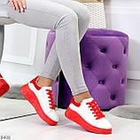 Ультра модные молодежные белые женские кроссовки с красным декором, фото 4