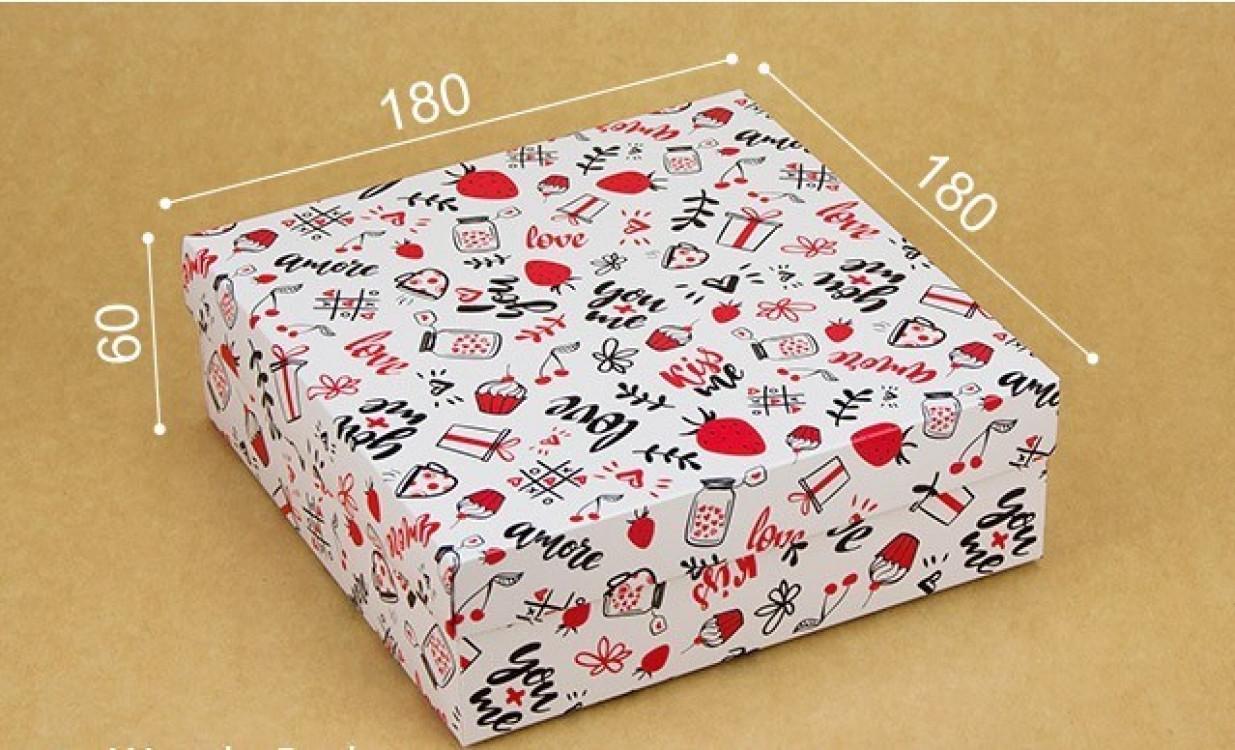 Подарочная коробка Love 18х18х6 см