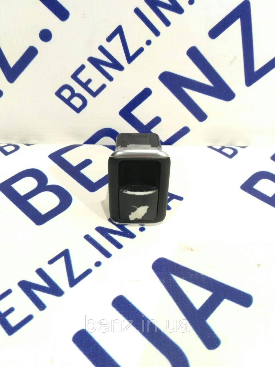 Кнопка відкриття кришки багажника Mercedes W212/W204/C218 A2129059200