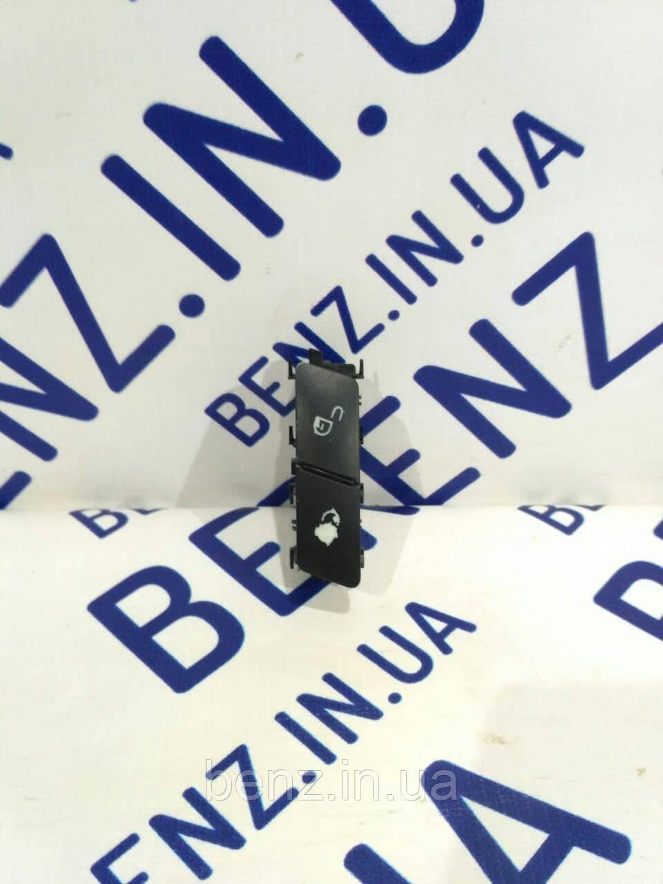 Кнопка блокировки для левых дверей W212/C207/W166/R172/W204/W463/X204 A2049058402