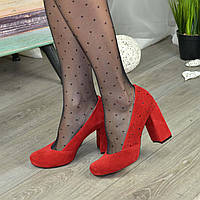 Туфли женские замшевые на каблуке. Цвет красный