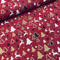 Хлопок с белыми оленями и золотыми глиттерными ёлочками на красном, ширина 160 см, фото 1