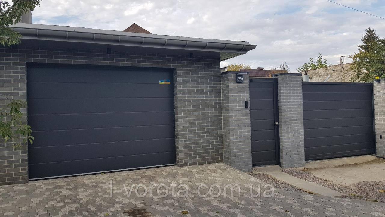 Гаражно-секционные ворота DoorHan ш3500, в2200 (цвет сатингрей)