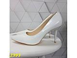 Туфли лодочки на низком каблуке белые К2393, фото 2
