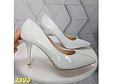 Туфли лодочки на низком каблуке белые К2393, фото 3