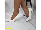 Туфли лодочки на низком каблуке белые К2393, фото 7