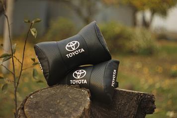 Подушки на підголовник з логотипом автомобіля toyota (чорний колір)