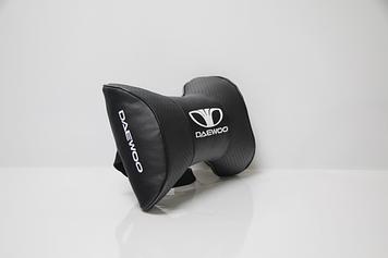 Подушки на подголовник с логотипом автомобиля daewoo (чёрный цвет)