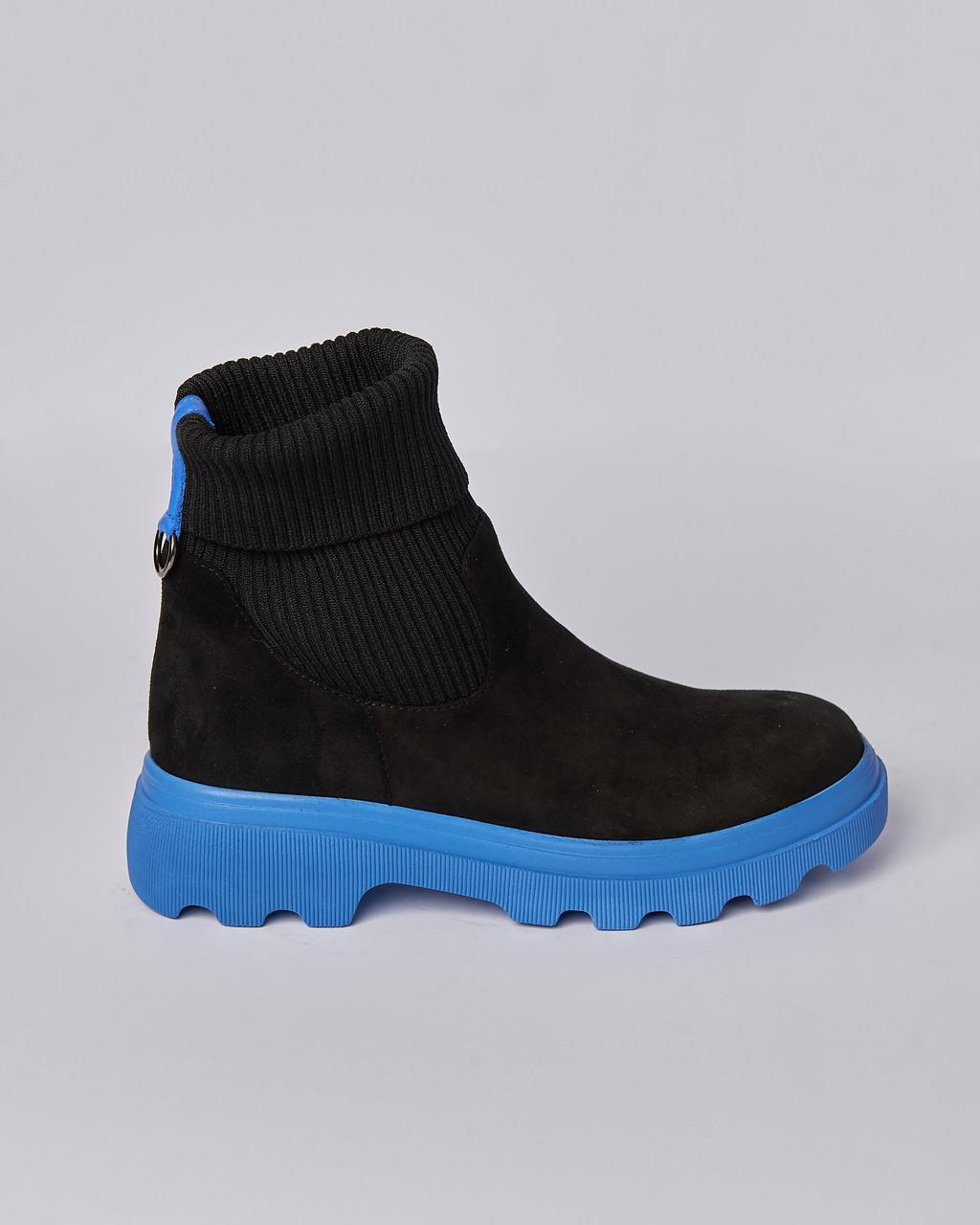 Ботинки замшевые женские черные на резинке. . Турция