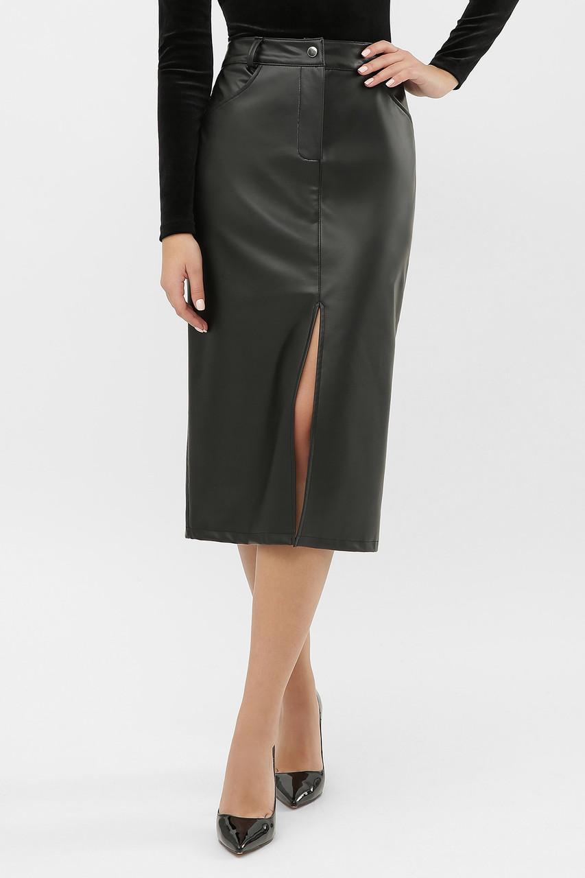 Черная кожаная юбка с разрезом спереди