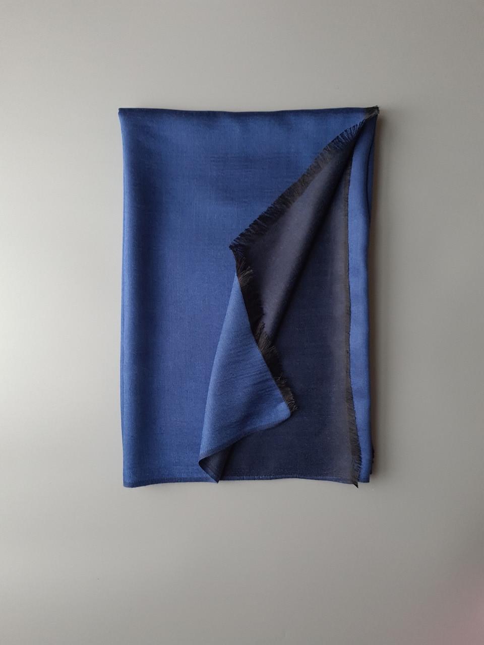 Двухсторонный шарф из шерсти и шелка сине/черный