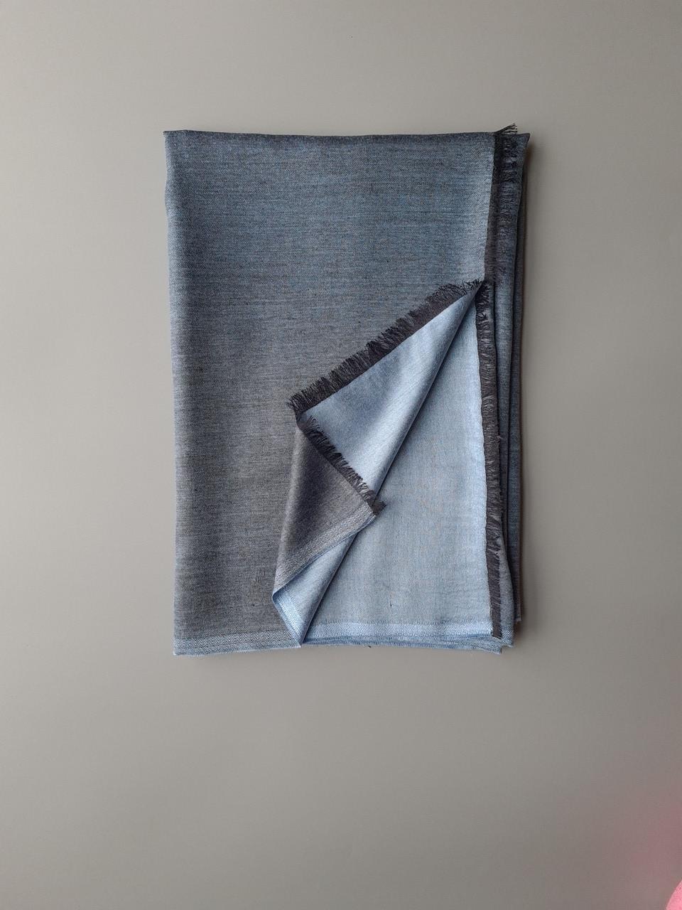 Двухсторонний шарф из шерсти и шелка серо/голубой