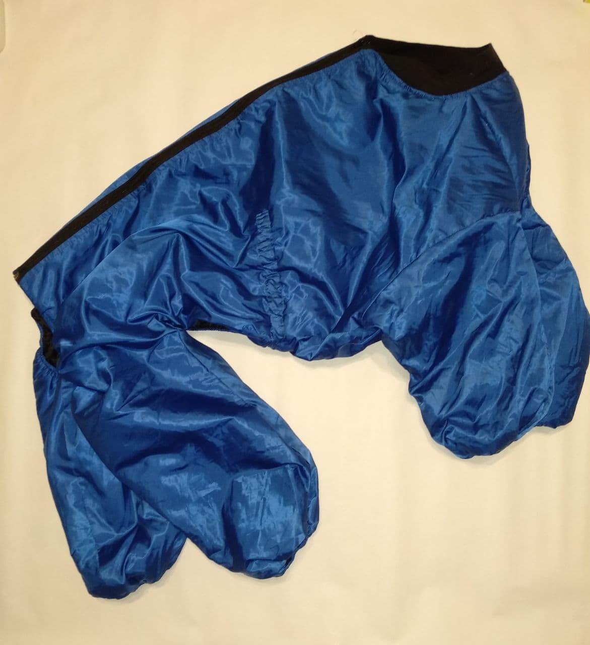 Комбинезон дождевик для собаки породы Стаффордширский терьер, синий / серебро с черным