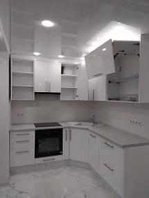 Кухня белая угловая_фото 2