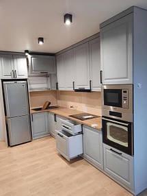 Кухня бирюзовая под потолок_фото