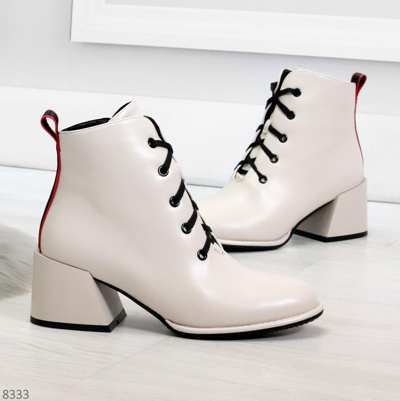 Эффектные светлые бежевые женские ботинки ботильоны на удобном каблуке