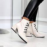 Эффектные светлые бежевые женские ботинки ботильоны на удобном каблуке, фото 2