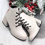 Эффектные светлые бежевые женские ботинки ботильоны на удобном каблуке, фото 8