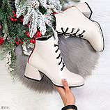 Эффектные светлые бежевые женские ботинки ботильоны на удобном каблуке, фото 9