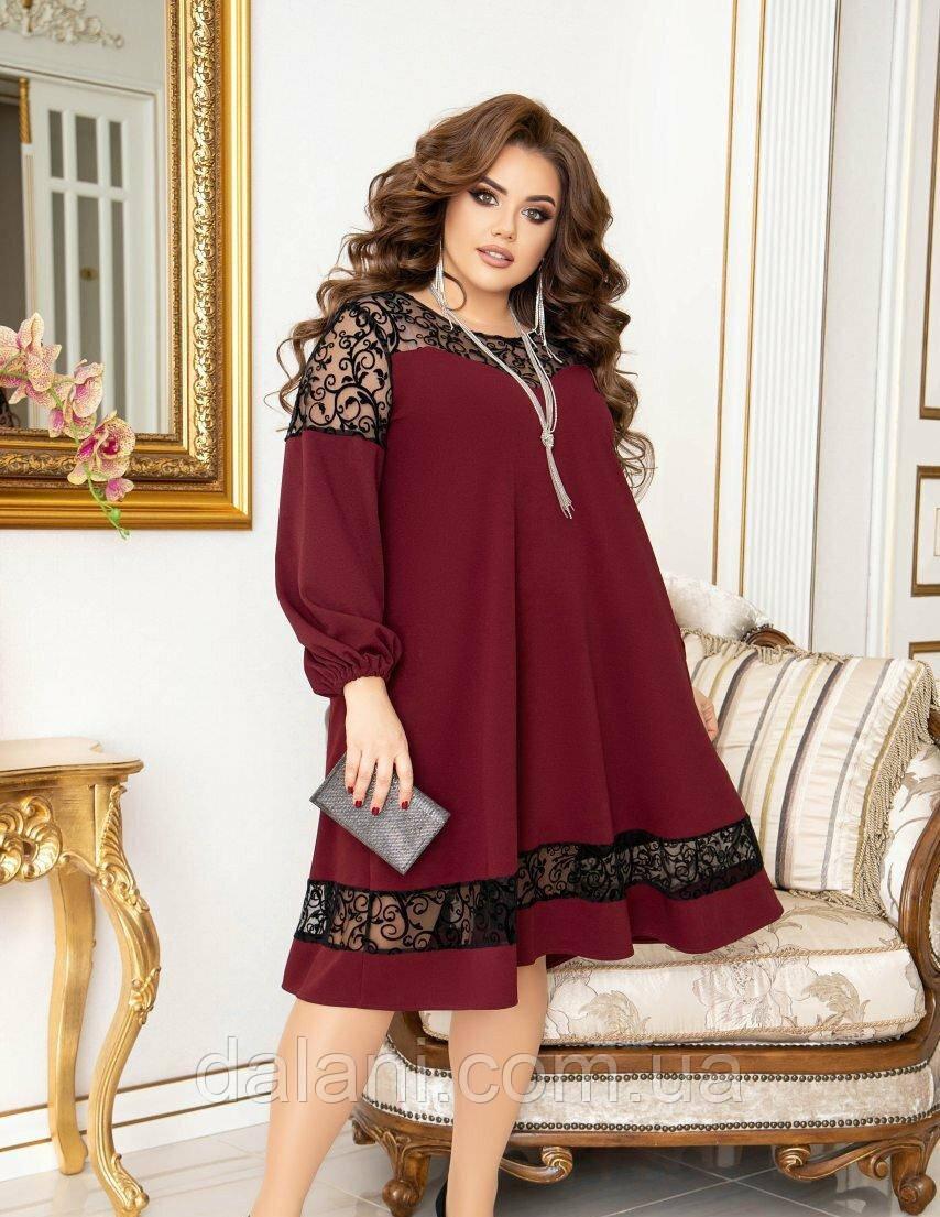 Вечернее бордовое свободное платье с сеткой батал