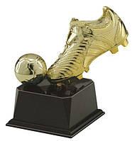 Статуэтка в виде спортивной обуви с мячом.