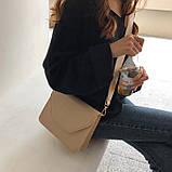 Женская классическая сумочка через плечо кросс-боди на широком ремне бежевая, фото 5