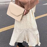 Женская классическая сумочка через плечо кросс-боди на широком ремне бежевая, фото 2