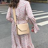 Женская классическая сумочка через плечо кросс-боди на широком ремне бежевая, фото 3
