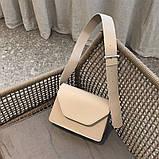 Женская классическая сумочка через плечо кросс-боди на широком ремне бежевая, фото 4
