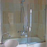 Шторка на ванну стеклянная фронтальная (крепление двери к стене)