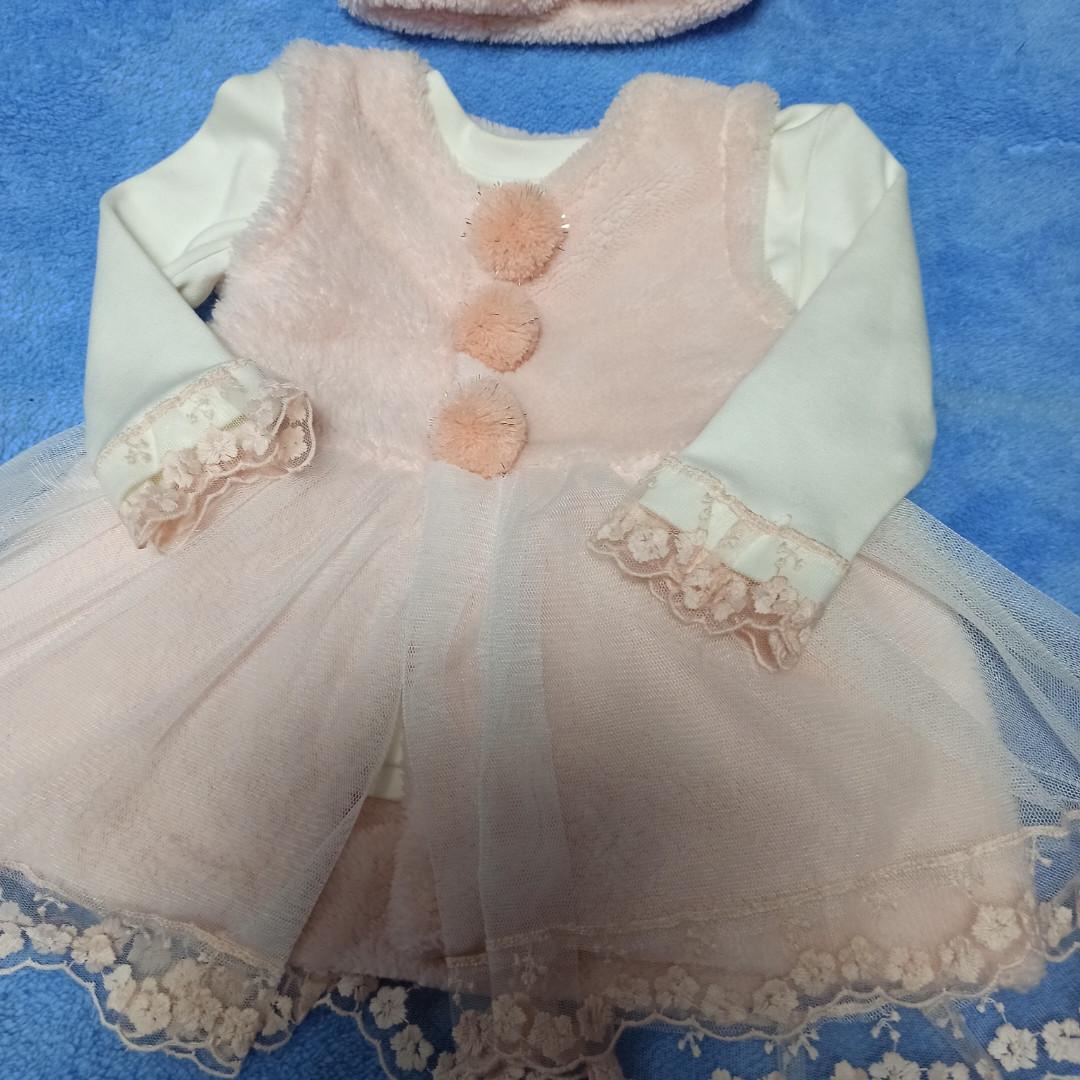 Красивое нарядное модное платье для девочки. В комплект входит водолазка. меховой сарафан и повязка на голову.