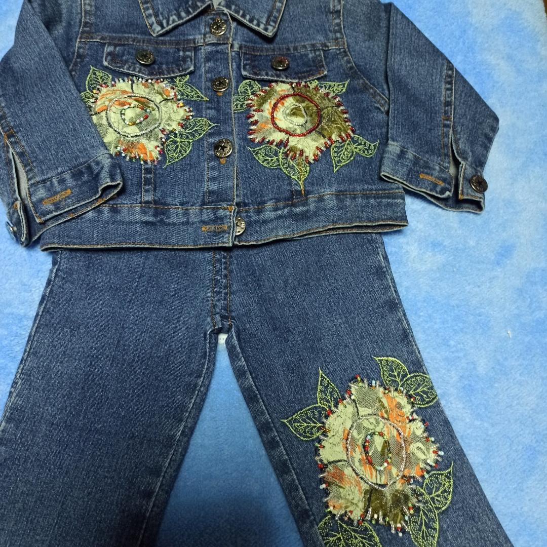Джинсовый модный красивый нарядный костюм для девочки. Украшение- вышивка.