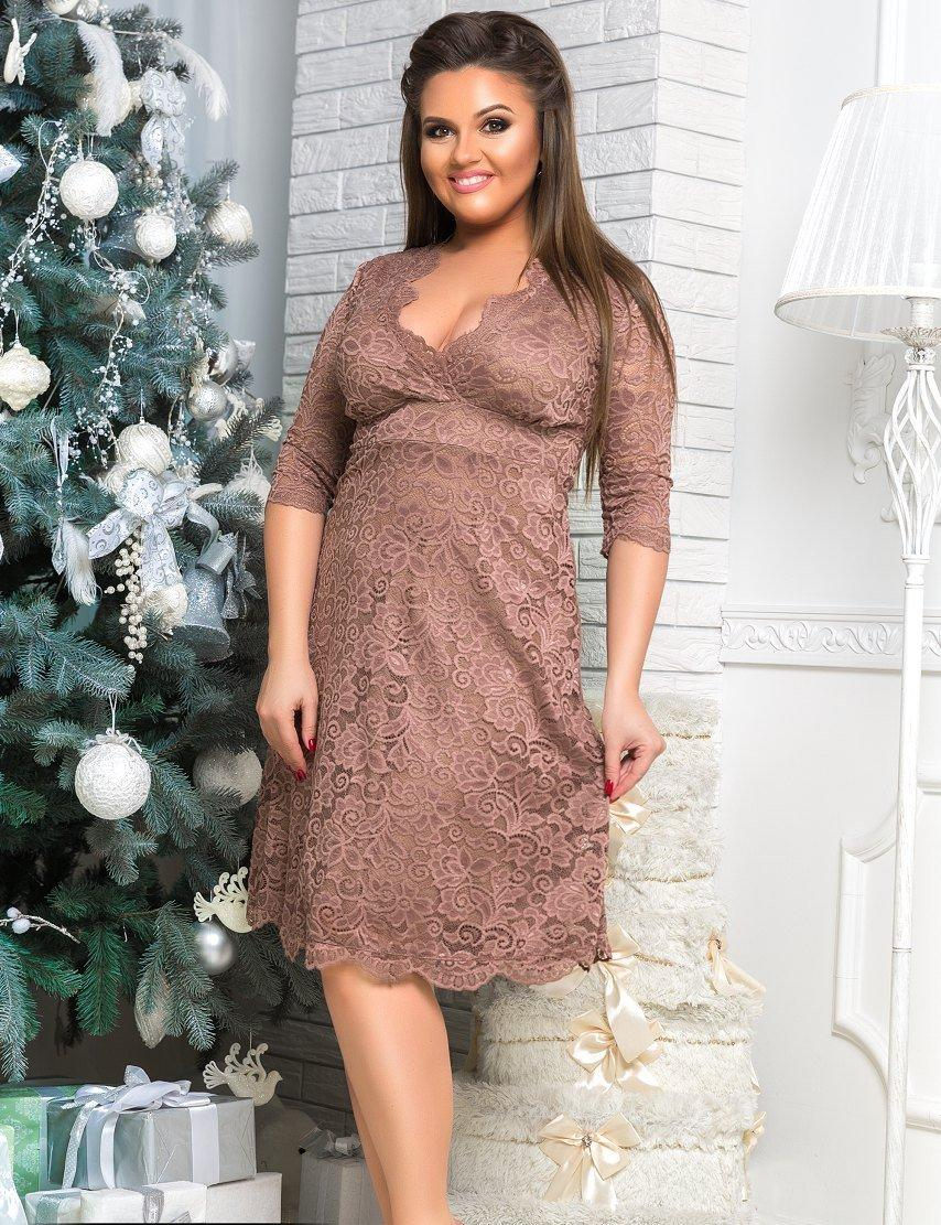 Вечернее гипюровое бежевое платье