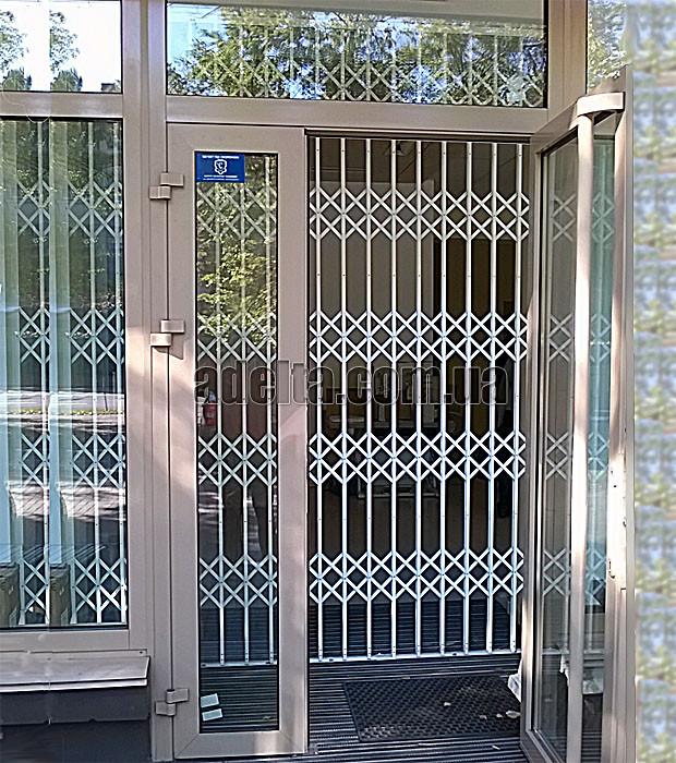 Защитная раздвижная решетка на дверь Шир.3000*Выс.3000мм для машгазина