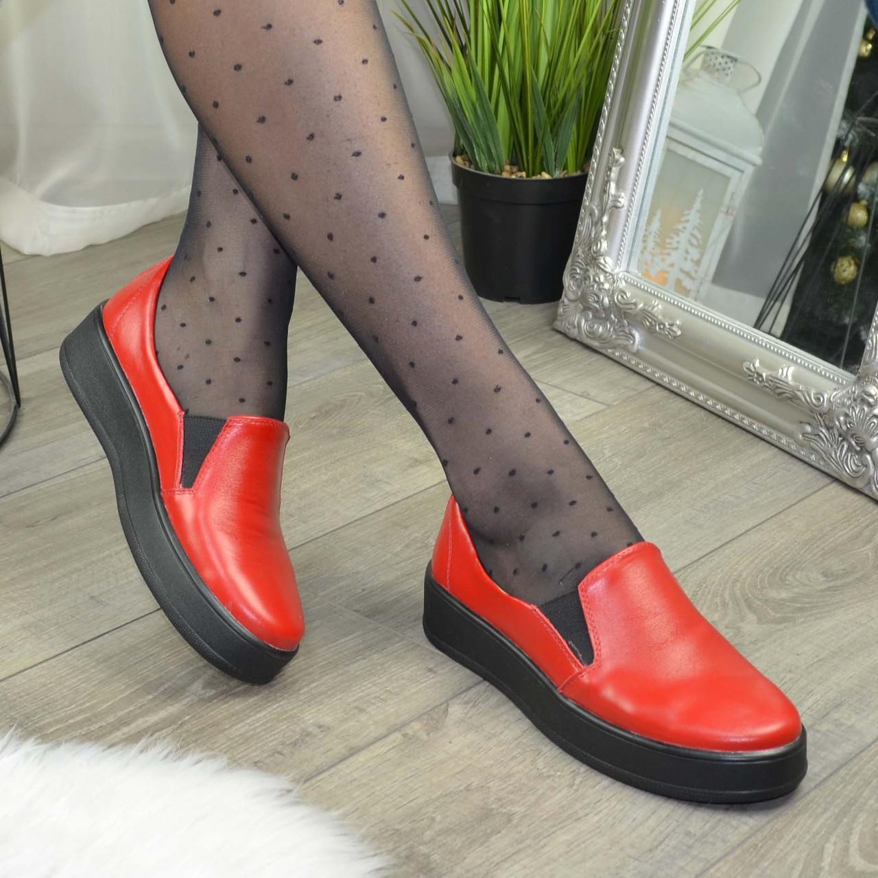 Туфлі жіночі з натуральної шкіри червоного кольору на товстій підошві