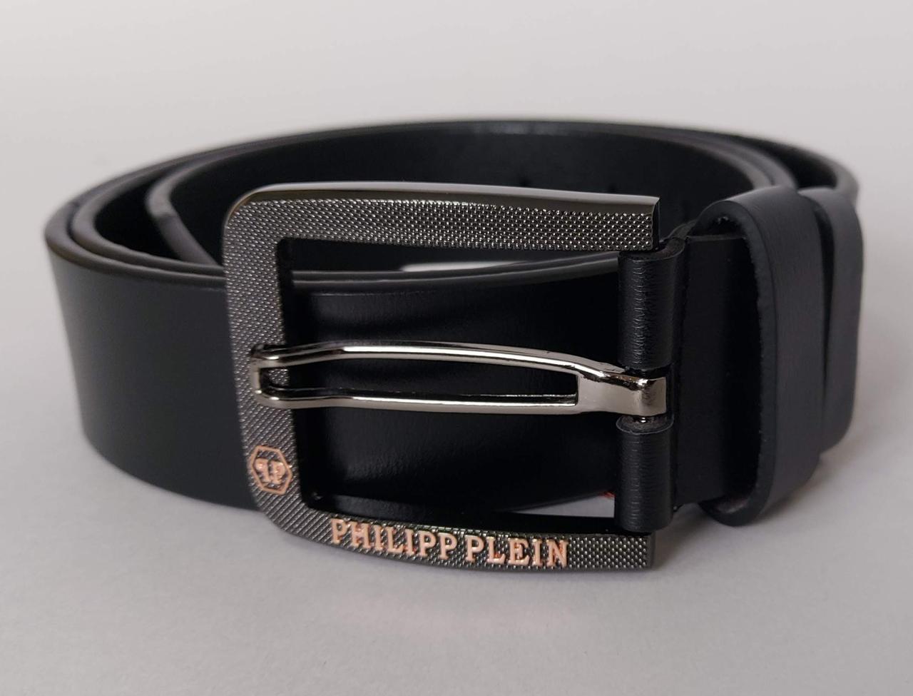 Мужской кожаный ремень черного цвета с стильной пряжкой 126 см