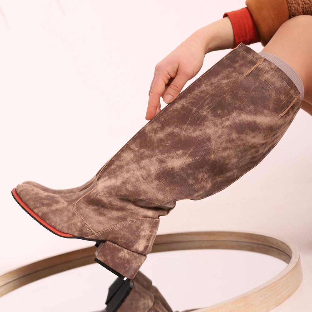 """Сапоги в стиле """"милитари"""" со свободным голенищем, каблук 4см, цвет коричневый, в наличии размер 37"""