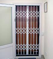 Защитные раздвижные решетки на двери Шир.1030*Выс2200мм для поликлиник и аптек