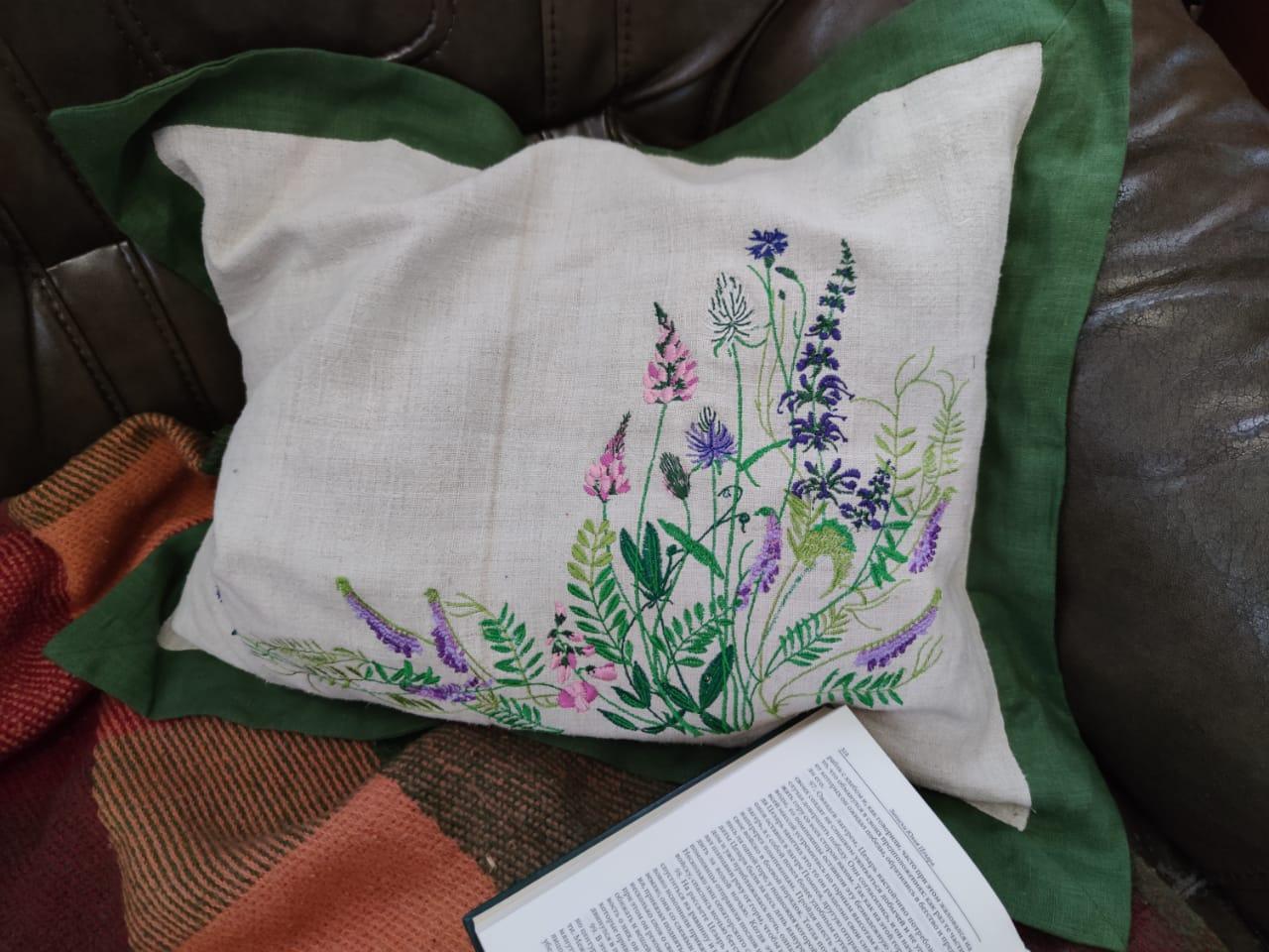 Подушка с авторской вышивкой