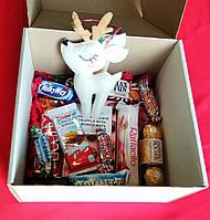 Новогодний подарочный набор с Олененком сладостями. Оригинальный подарок на Новый год, Рождество.