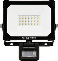 Прожектор с SMD-диодами и датчиком движения YATO 30 Вт 3000 лм 120° 42 диода