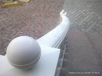 Наши балюстрады и балясины не требуют какого-либо специфического ухода благодаря своей технологии мрамор из бетона. По своей красоте и прочности не уступают натуральному камню. Наши изделия способны облагородить любой интерьер загородного дома.