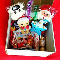 Новогодний детский подарочный набор с игрушками и сладостями. Оригинальный подарок на Новый год, Рождество.