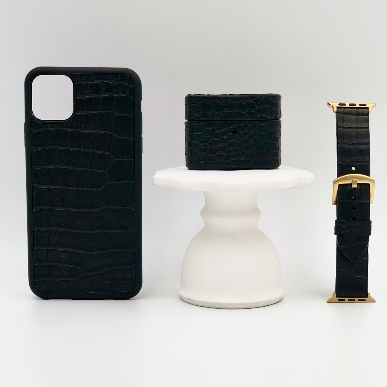 Набор из чехла для iPhone, чехла для AirPods и ремешка для Apple Watch чёрного цвета из Телячьей кожи