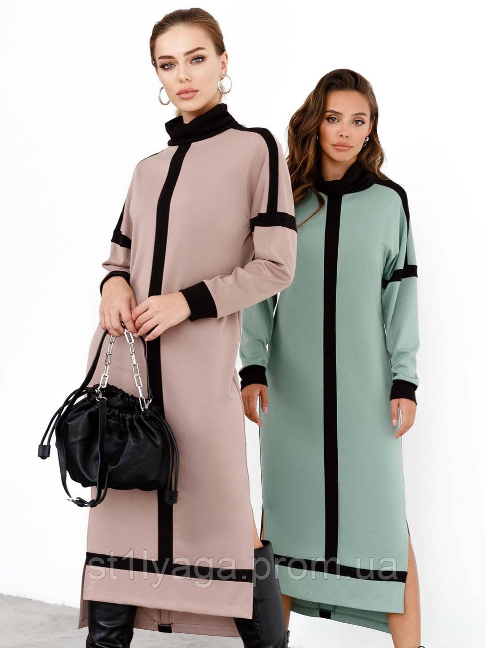 Трикотажное платье с воротником-стойкой и удлинённой спинкой