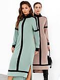 Трикотажное платье с воротником-стойкой и удлинённой спинкой, фото 6