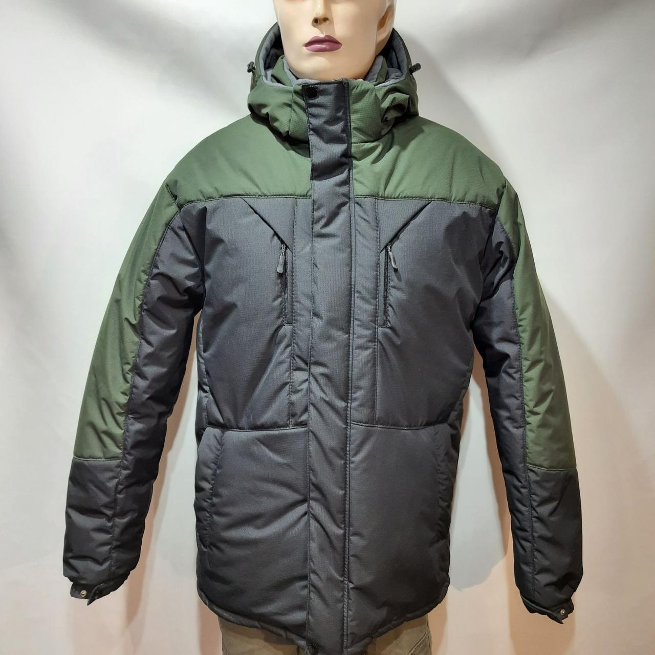 Зимняя теплая мужская куртка на кашемире с капюшоном Зеленая с черным